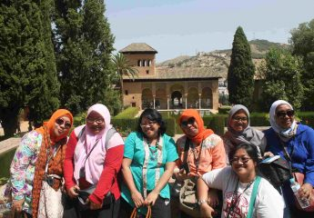Alhambra Tour - Muslim Women Travel Granada