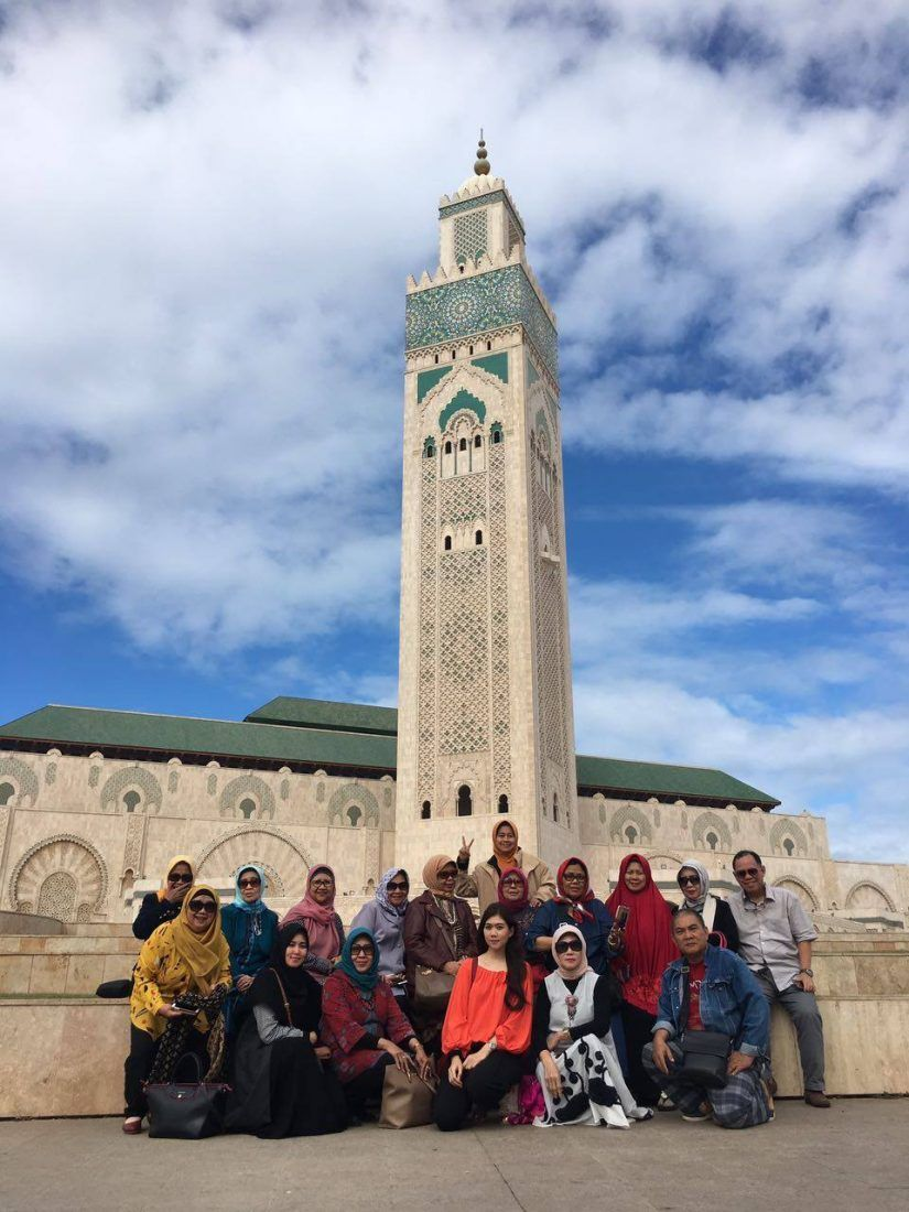 casablanca muslim The hassan ii mosque or grande mosquée hassan ii is a mosque in casablanca , morocco  apart from the mosque, other structures in the area are a madrasa ( islamic school), hammams (bathhouses), a museum on moroccan history,.
