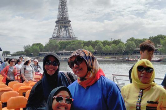 Hijab Travelers Muslim Tour Paris Eiffel Tower